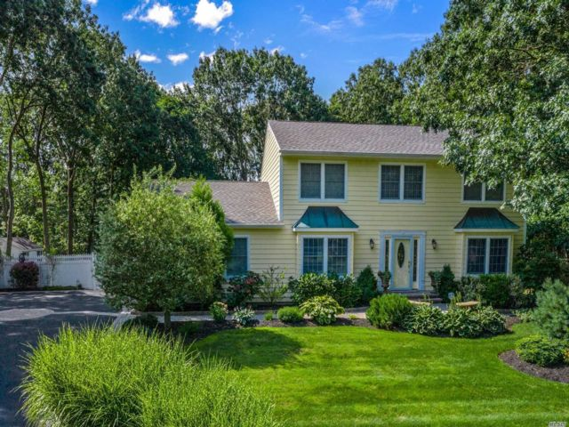 4 BR,  4.00 BTH Colonial style home in Port Jefferson Station