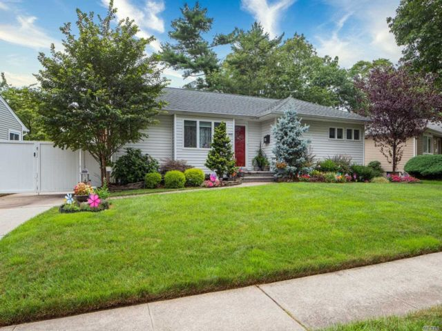 [East Meadow Real Estate, listing number 3160305]