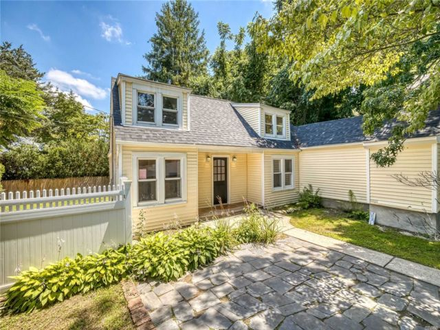 3 BR,  2.00 BTH Exp cape style home in Northport