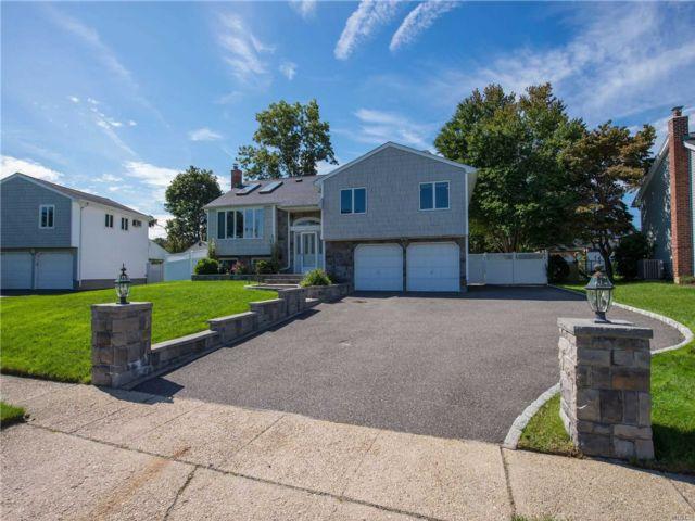 [Commack Real Estate, listing number 3160330]