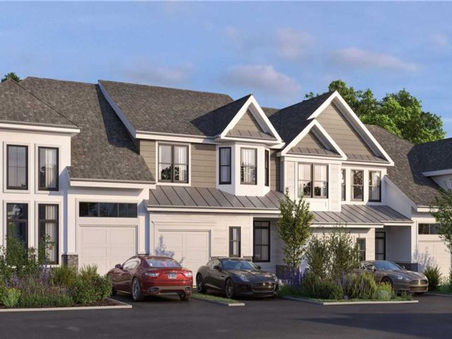 3 BR,  3.00 BTH Townhouse style home in Islandia