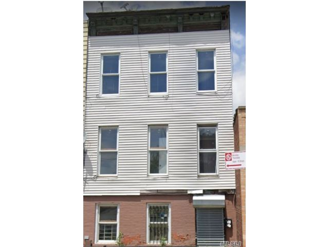 5 BR,  4.00 BTH Colonial style home in Stuyvesant Hts