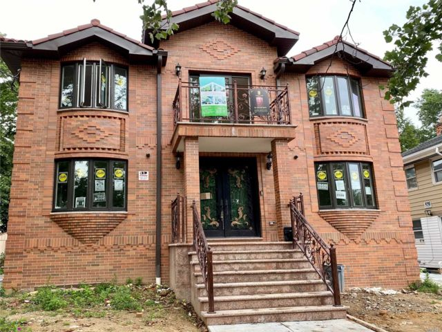 8 BR,  5.00 BTH 2 story style home in Fresh Meadows