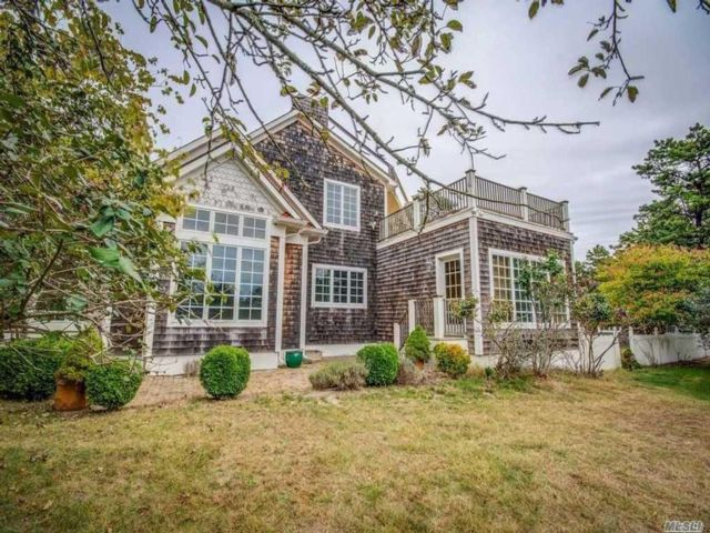 5 BR,  5.00 BTH Post modern style home in Water Mill
