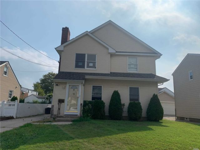 5 BR,  2.00 BTH Exp cape style home in New Hyde Park