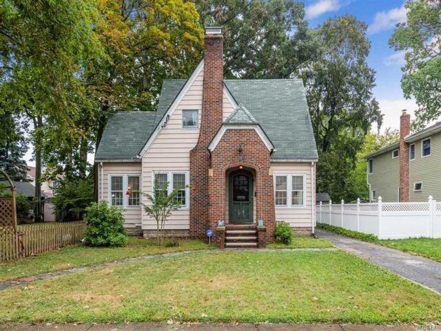 [Wantagh Real Estate, listing number 3161709]