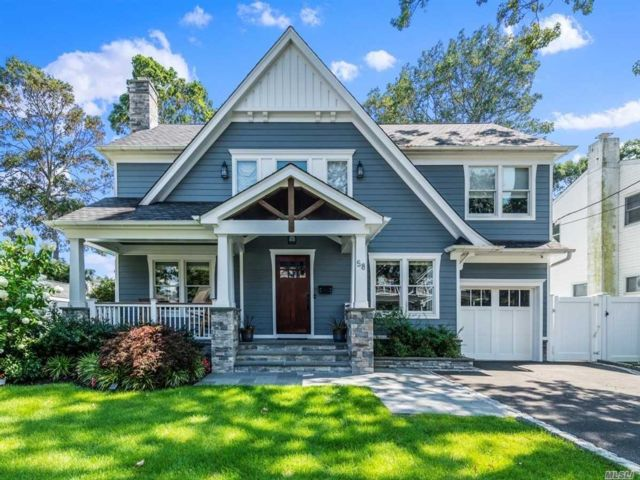 3 BR,  4.00 BTH Colonial style home in Massapequa Park