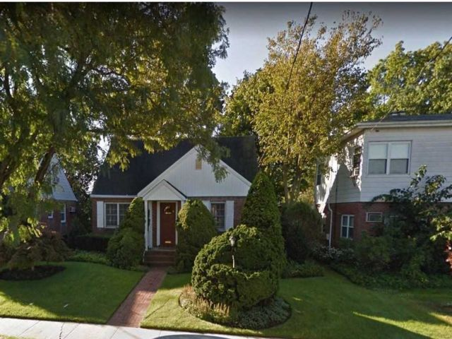 4 BR,  1.00 BTH Cape style home in New Hyde Park
