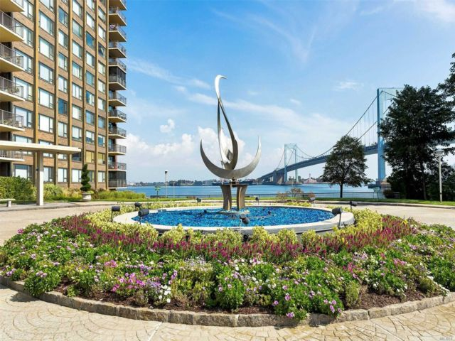 3 BR,  3.00 BTH High rise style home in Beechhurst