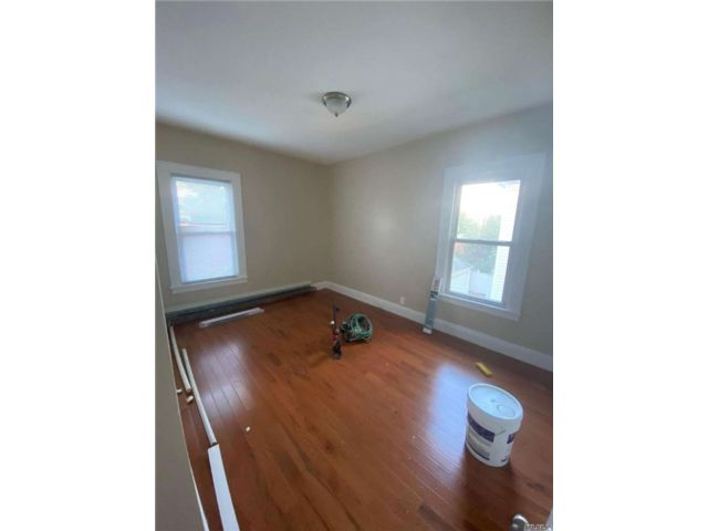 3 BR,  1.00 BTH Apt in house style home in Jamaica