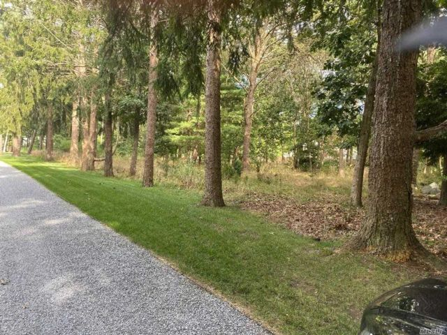 Lot <b>Size:</b> 3.28 Acre Land style home in Westhampton Bch