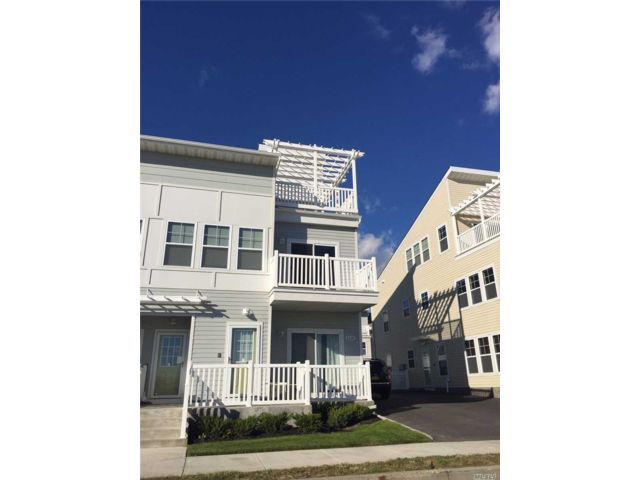 5 BR,  5.00 BTH  Colonial style home in Arverne