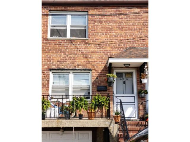 3 BR,  2.00 BTH Other style home in Bellerose