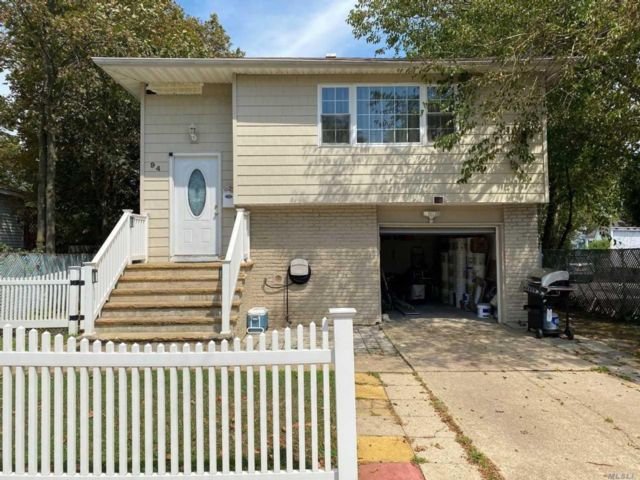 5 BR,  2.00 BTH Hi ranch style home in Freeport