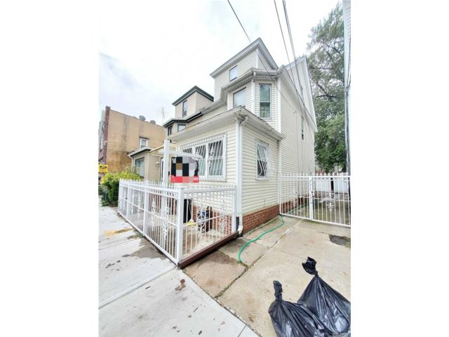 [Woodhaven Real Estate, listing number 3161905]