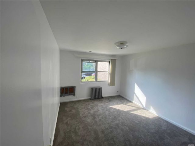 2 BR,  1.00 BTH Co-op style home in Valley Stream