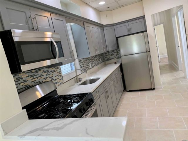 7 BR,  3.00 BTH Colonial style home in Parkchester