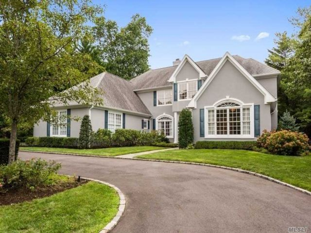 4 BR,  9.00 BTH Colonial style home in Locust Valley