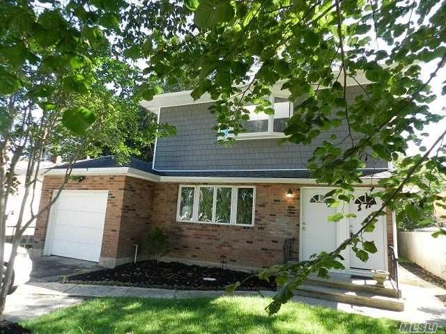 3 BR,  1.00 BTH Ranch style home in Lake Grove
