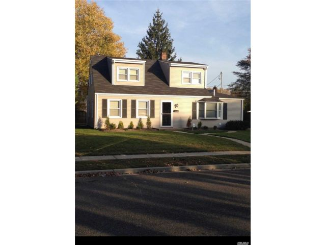 3 BR,  1.00 BTH Exp cape style home in Levittown
