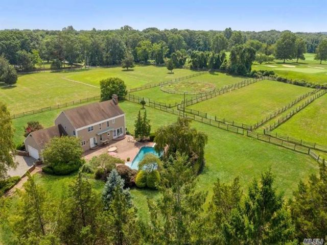 4 BR,  3.00 BTH Estate style home in Nissequogue