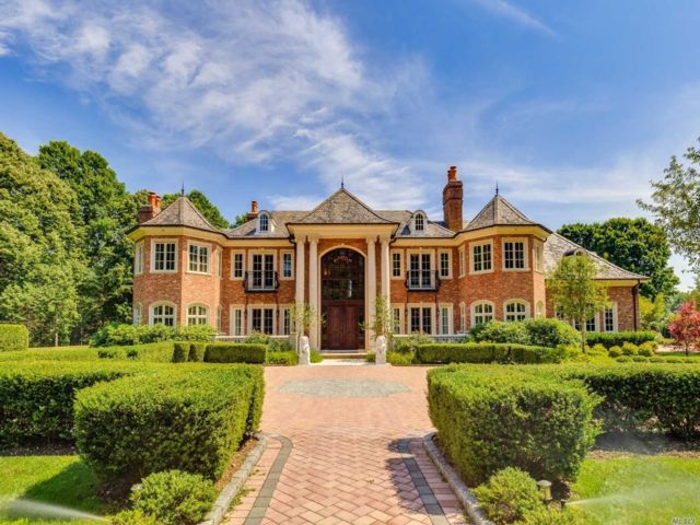 8 BR,  9.00 BTH  Estate style home in Old Westbury