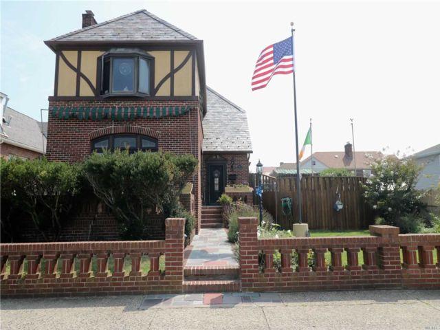 4 BR,  3.00 BTH Tudor style home in Long Beach