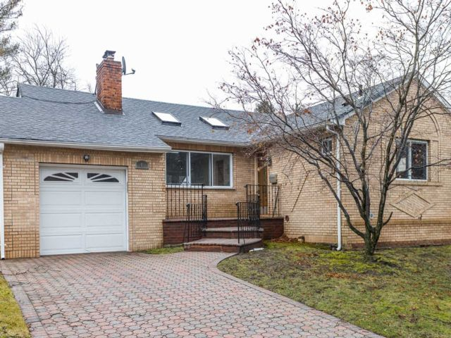 3 BR,  2.00 BTH Ranch style home in North Woodmere