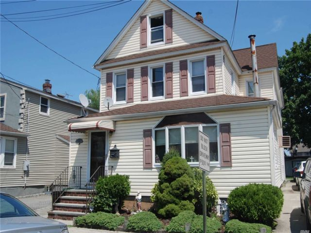 3 BR,  2.00 BTH Multi family style home in New Hyde Park