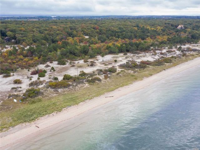 Lot <b>Size:</b> 6.3  Land style home in Southold