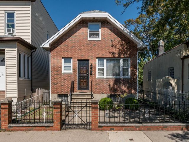 3 BR,  1.00 BTH Other style home in Astoria