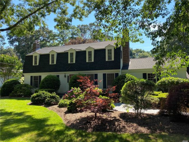5 BR,  4.00 BTH Colonial style home in Southold