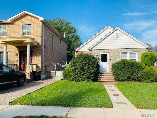 2 BR,  1.00 BTH  Ranch style home in Fresh Meadows