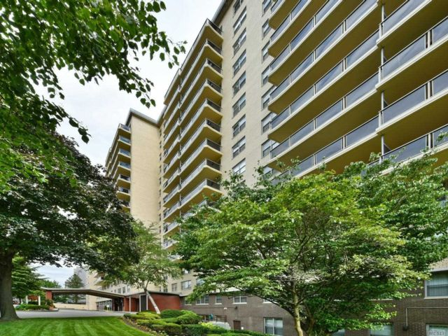 1 BR,  1.00 BTH Mid rise style home in Richmond Hill