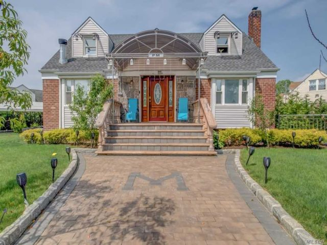 6 BR,  4.00 BTH  Cape style home in Elmont