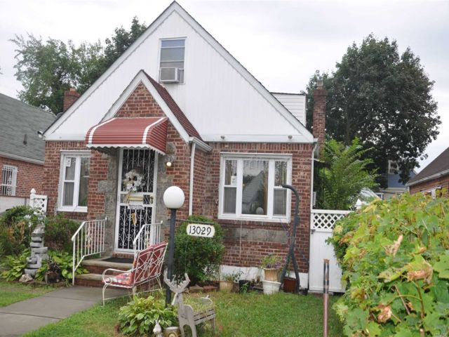 3 BR,  3.00 BTH Cape style home in Laurelton