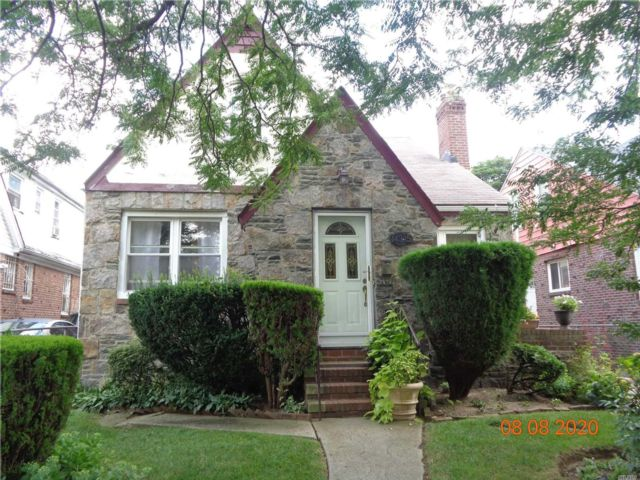 4 BR,  2.00 BTH Cape style home in Springfield Gardens