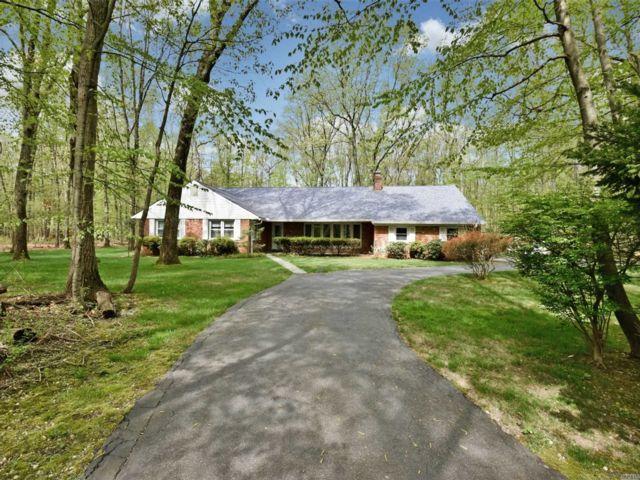 5 BR,  4.00 BTH Farm ranch style home in Lloyd Neck