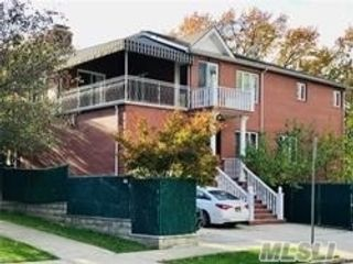 4 BR,  4.00 BTH  Contemporary style home in Forest Hills