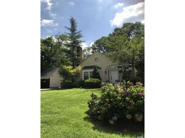 3 BR,  3.00 BTH  Cape style home in East Hills