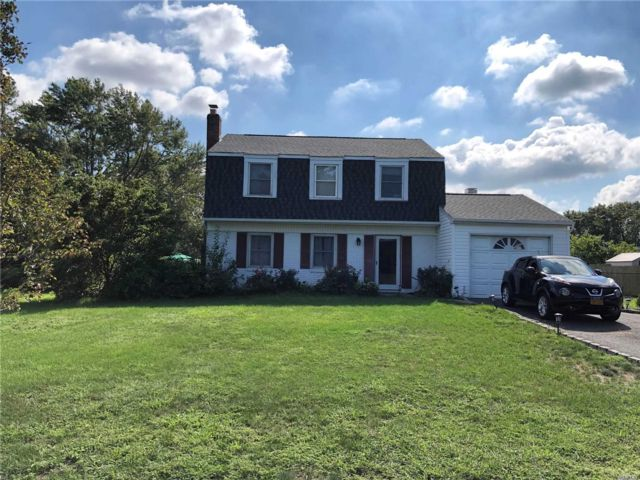 3 BR,  3.00 BTH Colonial style home in South Setauket