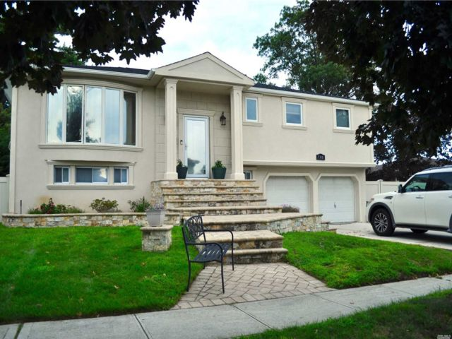 5 BR,  3.00 BTH  Hi ranch style home in North Woodmere