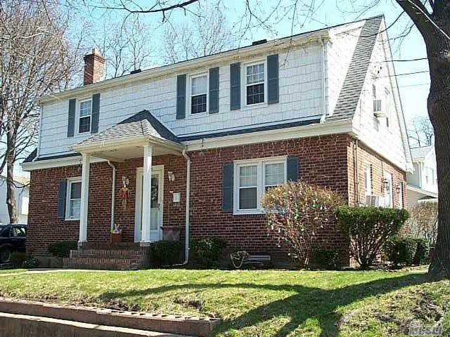 2 BR,  1.00 BTH Apt in house style home in Albertson
