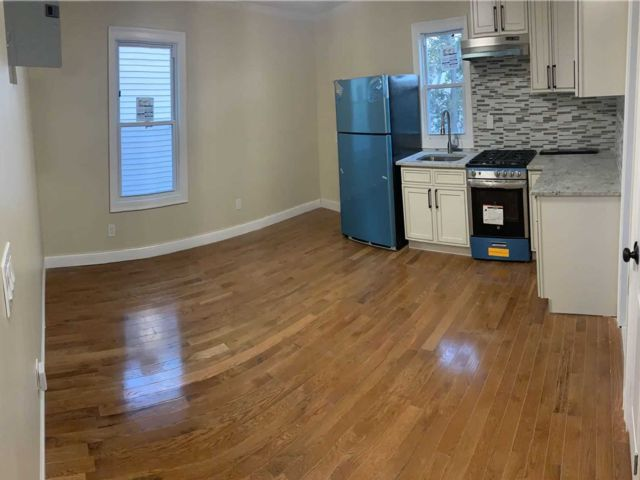 3 BR,  1.00 BTH  Apt in house style home in Springfield Gardens