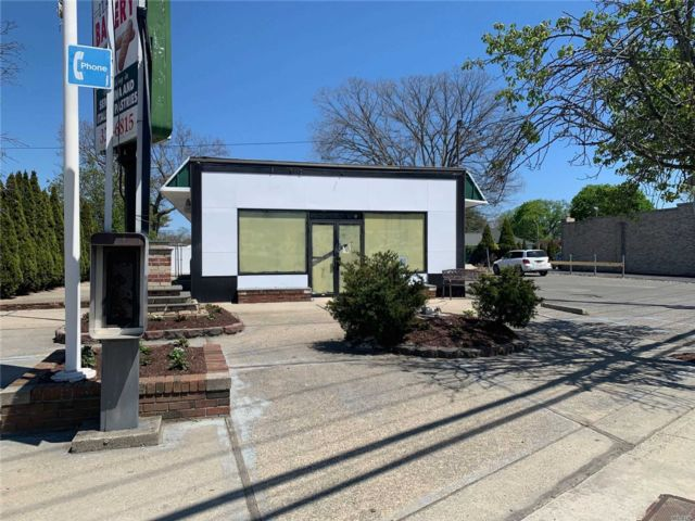 Studio,  0.00 BTH  Commercial style home in West Babylon