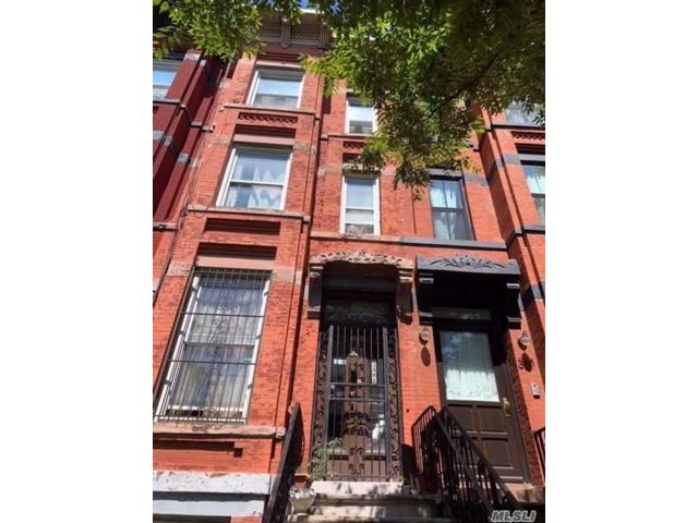 5 BR,  3.00 BTH  Townhouse style home in Bedford Stuyvesant