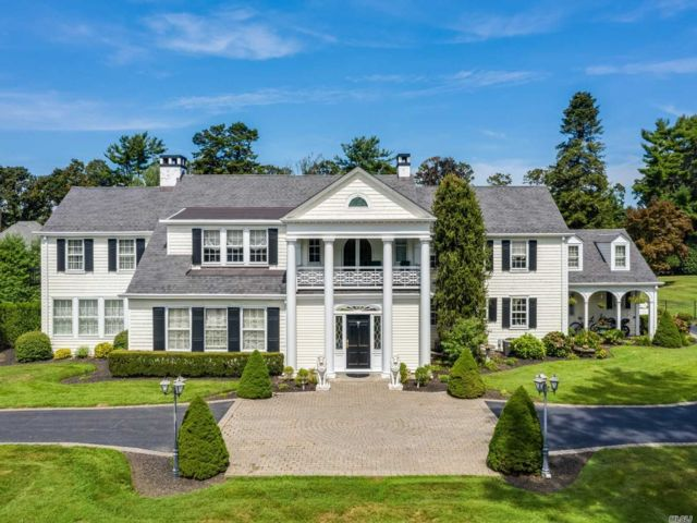 8 BR,  7.00 BTH Colonial style home in Setauket