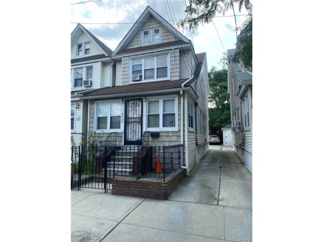 3 BR,  2.00 BTH  Colonial style home in Jamaica