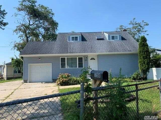 3 BR,  2.00 BTH Cape style home in Brentwood