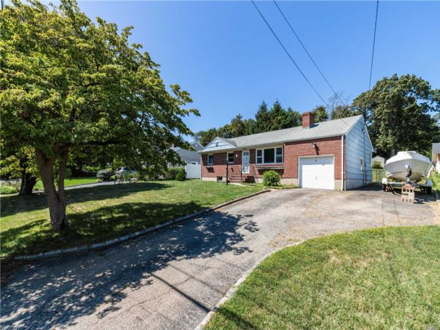 4 BR,  2.00 BTH Ranch style home in Northport